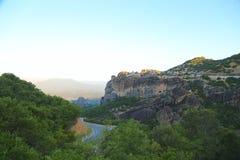Дорога горы между утесами стоковая фотография rf
