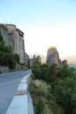 Дорога горы между утесами стоковые фотографии rf