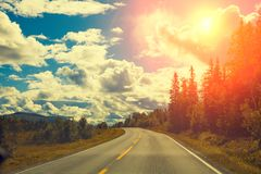 Дорога горы на заходе солнца Стоковые Фото