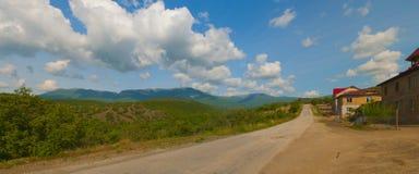 Дорога горы около мини-гостиницы стоковые изображения