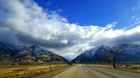 Дорога горы снега Колорадо стоковое изображение
