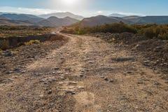 дорога гор грязи к стоковая фотография