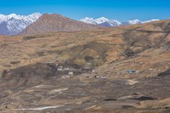Дорога гор - деревня Langza, долина Spiti, Himachal Pradesh стоковое изображение rf