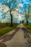 Дорога грязи старая, исчезая в поле Стоковые Фотографии RF