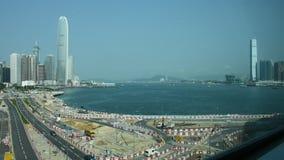 Дорога движения с китайским народом управляет и едет кораблем с строительной площадкой сток-видео