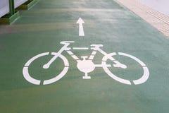 Дорога для велосипедов нарисованных на асфальте Майна для велосипедистов, Братислава стоковые фото