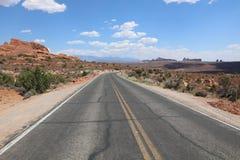 Дорога до конца в национальном парке сводов Юта Стоковые Изображения