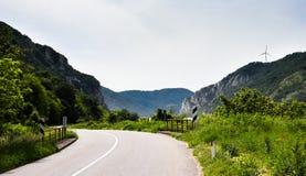 Дорога Дунаем, лесами и горами стоковое фото rf