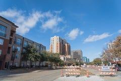 Дорога закрыла подписывает внутри городского Ирвинга, Техаса, США стоковая фотография rf