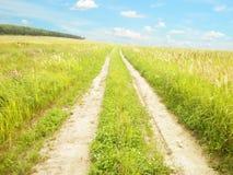 Дорога земли в поле Стоковое Изображение RF