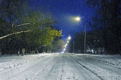 Дорога зимы во время снежностей стоковое фото rf