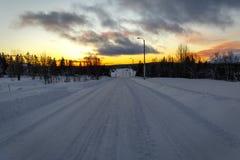 Дорога зимы в рассвете Стоковая Фотография RF
