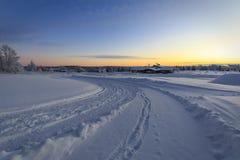 Дорога зимы в рассвете Стоковое Фото
