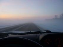 Дорога зимы в тумане Стоковая Фотография RF