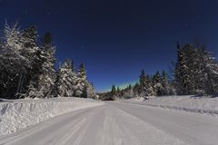 Дорога зимы к ноча Стоковое Изображение RF
