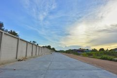 Дорога здания в тайской сельской местности Стоковое Изображение RF