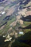 Дорога, здания и культивируемый вид с воздуха полей Стоковое Изображение RF
