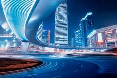 Дорога и городская предпосылка Стоковое Фото