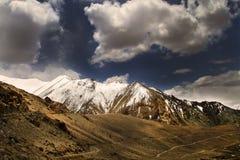 Дорога и горы Стоковое Изображение