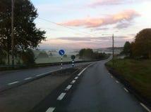 Дорога и туман Стоковые Изображения