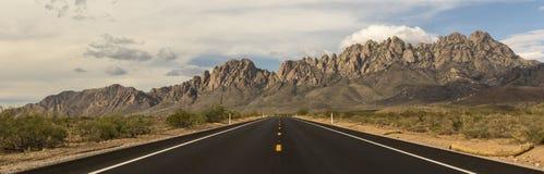 Дорога к горам органа стоковое фото