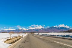 Дорога к горе в зиме (Япония) Стоковая Фотография RF