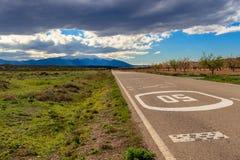 Дорога к горе стоковое фото rf