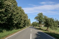 Дорога к далекому горизонту стоковое фото rf