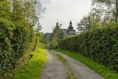 Дорога к католической церкви Стоковое Изображение RF