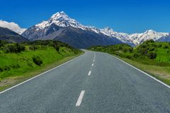 Дорога к кашевару Mt, Новой Зеландии стоковое изображение rf