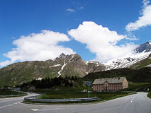 Дорога к пропуску Simplon в Швейцарию Стоковые Фотографии RF