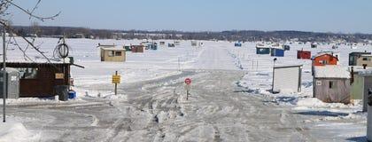 Дорога льда для того чтобы заморозить мешки рыбной ловли Стоковое Изображение