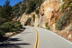 Дорога 2 майн до Каньон Калифорния утеса гранита короля стоковое изображение rf
