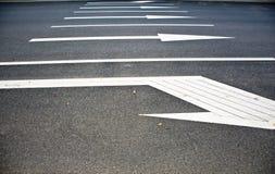 Дорога маркировк-с стрелками стоковые изображения rf
