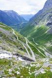 Дорога между горами, Норвегия Trollstigen Стоковое Изображение RF