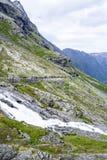 Дорога между горами, Норвегия Trollstigen Стоковые Изображения RF