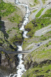 Дорога между горами, Норвегия Trollstigen Стоковые Фотографии RF
