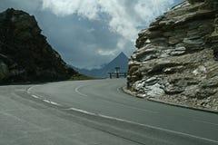 Дорога между утесами Стоковые Изображения RF