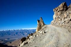 Дорога миров самая высокая motorable к пропуску Khardung-Ла , Ladakh, Джамму и Кашмир, Индия Стоковые Фотографии RF