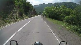 Дорога мультфильма от отключения мотоцикла, pov, концепции перемещения сток-видео