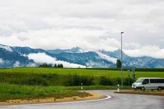 Дорога на горах Prealps в грюйере в швейцарце Fribourg Стоковое Изображение