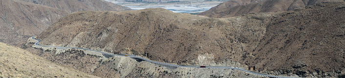 Дорога на наклоне Стоковые Фото