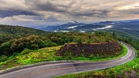 Дорога на тропической горе после идти дождь, Inthanon, мамы Chiang Стоковые Изображения