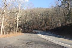 Дорога на холме с Mountain View Стоковая Фотография RF