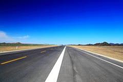 Дорога неба в пустыне стоковое изображение rf