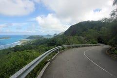 Дорога, небо, голубое море и острова Стоковая Фотография RF