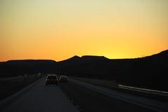 дорога ночи падения автомобилей Стоковое Изображение RF