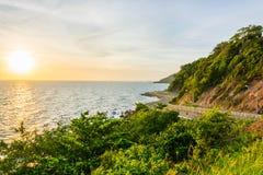 Дорога около горы на заходе солнца Стоковая Фотография RF