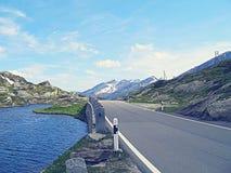Дорога около озера Сан Бернардино горы Стоковые Фотографии RF