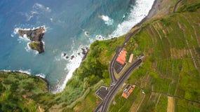 Дорога около океана на виде с воздуха Мадейры Стоковое фото RF